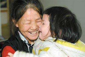 普宁拾荒妈妈收养12个孩子 不愿送去福利院