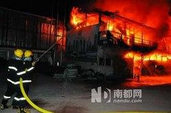 电视爆炸火吞板房 所幸未有伤亡