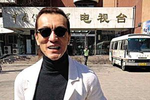李咏赴母校报到照曝光 哈文调侃:一身腱子肉
