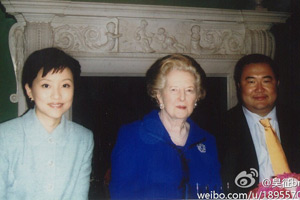 杨澜丈夫微博贴出与撒切尔昔日吃饭照