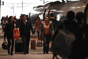 五一首日中国铁路发送旅客888万人次 创历年新高