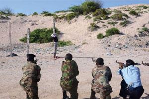 索马里对枪杀记者凶手执行枪决 行刑现场镜头直击