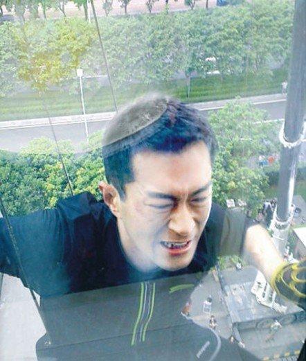 男女日批动态_古天乐与杨千谩⒅苡迕窠日于广州拍摄《单身男女2》,昨天(9月6日),于