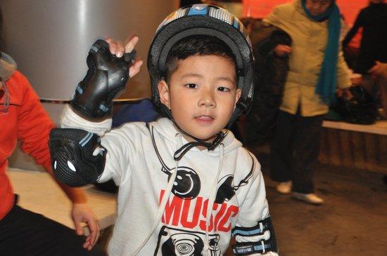 郭涛和儿子郭子睿_郭涛六岁儿子首次曝光帅酷赛过老爸图时尚