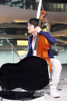 刘忻和陈晓拍的mv_陈晓助阵刘忻拍MV变身音乐情侣共谱恋曲1