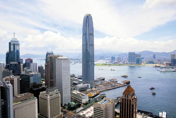 """透视""""辣招""""背后 香港公共设施"""