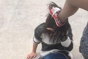 湖南女中学生被踩头扯胸罩 打人者因未成年免被拘
