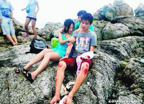 新加坡两中国籍交换生普吉岛遇巨浪 1失踪1获救