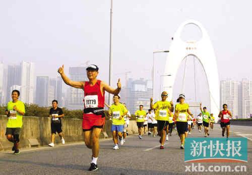广马季军与恒大穆里奇同名 市民:他不踢球了改练长跑