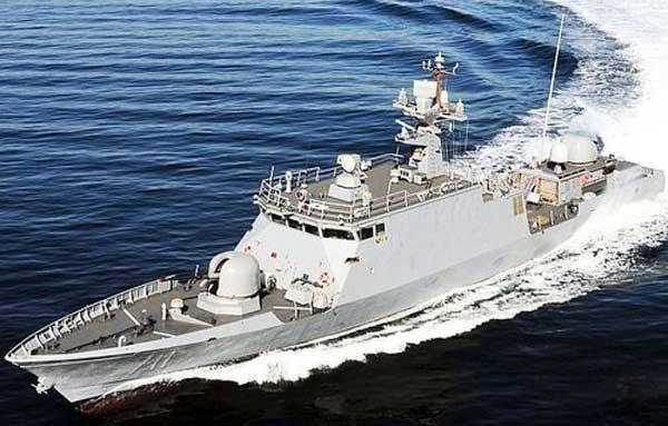 韩国海军在建导弹巡逻艇因大风巨浪在船厂沉没