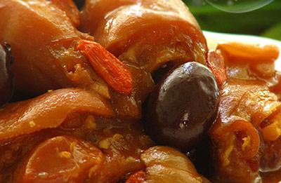 冬日美食养生:美容养颜 桂圆红枣焖猪手