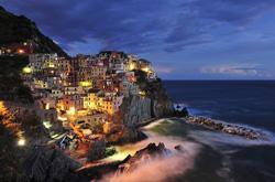 抓拍灯光下的世界 展现全球绝美夜景
