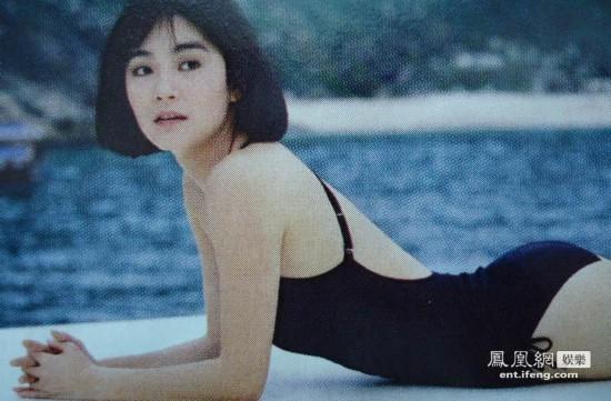林青霞身穿黑色比基尼