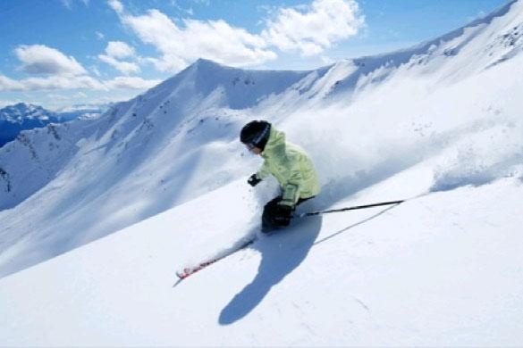 加拿大今冬首度主打滑雪主题游 为中国游客呈现极致雪趣体验