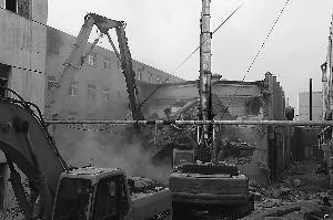 北京一出租大院里藏3个违法公寓 目前已启动拆除
