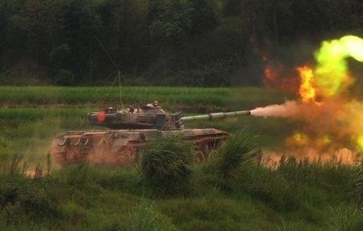 我军特级射手连续击中对方坦克3次 未造成损坏