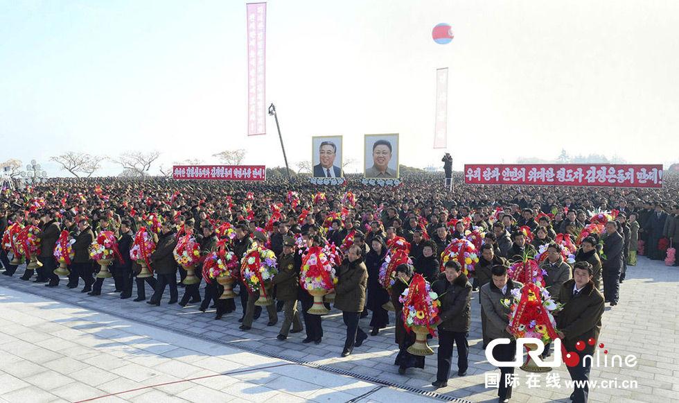 朝鲜为金日成金正日铜像揭幕 金正恩送花篮(组图)
