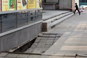 华强北路段塌陷,疑因地下水管年久失修