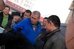 乌鲁木齐人大代表殴打维权业主被拘 曾自称以一敌三