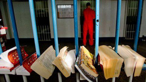 前黑帮老大监狱内苦读法律 将执教鞭讲授监狱法