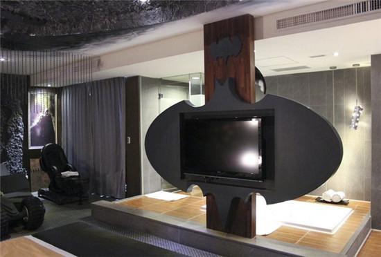 台湾伊甸园酒店中的黑夜骑士主题客房,50美元(约合人民币305元)就能让你在自己的高谭城美美地享受3小时。