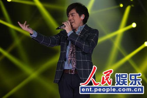 张宇歌手舞台上