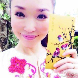 范文芳宣布怀孕 新加坡调养身体