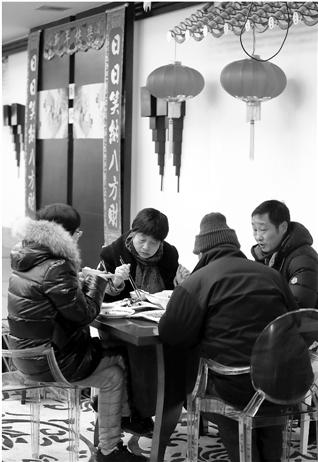 """西湖会转型""""开心茶馆""""是真 400位客人只有4个服务员"""