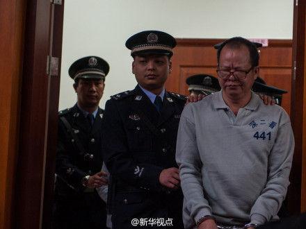"""深圳""""20亿村官""""周伟思受审(图)"""