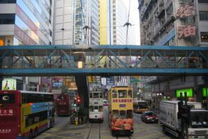 走上轩尼诗道上空天桥 进入香港三维界面