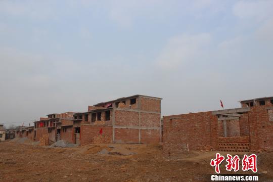 殷墟内建房被指破坏文物 村民委屈称娶不上媳妇