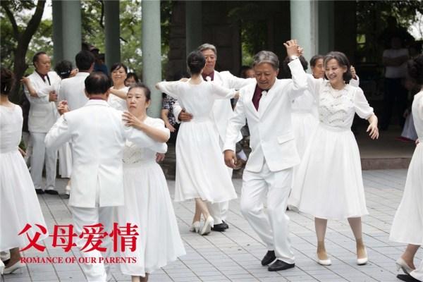 《父母爱情》将到老年生活 郭涛梅婷伴老话幸福