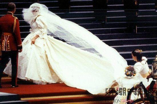 盘点世界上最昂贵的礼服(多图)