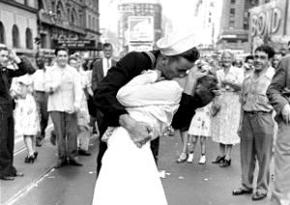 """二战""""胜利之吻""""男主角逝世 享年86岁"""