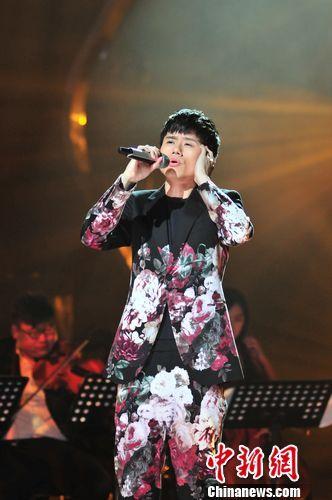 张杰《歌手2》造型多亮点 不忘初衷坚持音乐创新