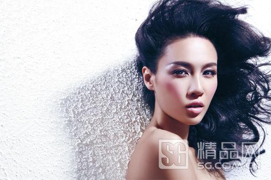 春季潮妆:在脸上洒满光芒