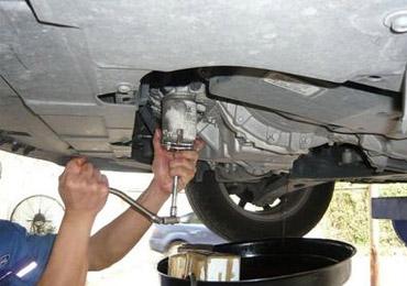 更换汽车机油流程 换油后开启引擎测试