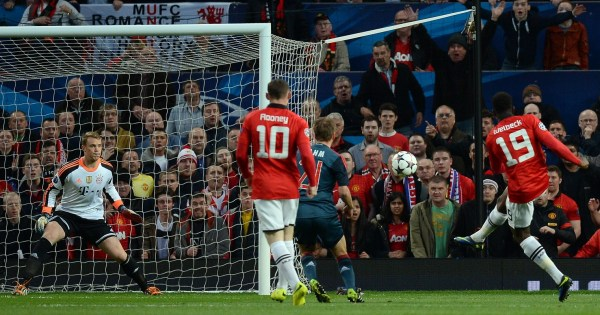 假摔?鲁尼造红牌诡异一笑曼联两度疑似手球逃苏群足球图片