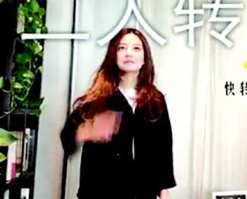 """赵薇私人聚会视频曝光 一人对镜头""""比划""""词语"""