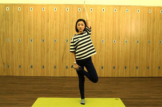 《时尚健康》惊现健身神器 张瑶传授塑身瑜伽