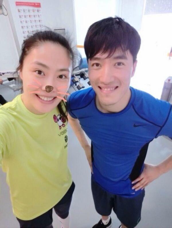 马蕴雯微博晒与刘翔萌合影 网友调侃:在一起