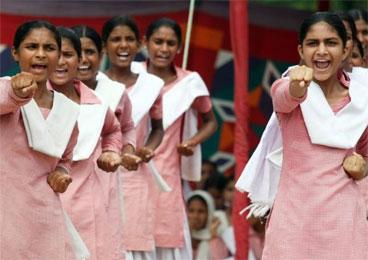 印度女人学习防身术 防止性侵频繁发生