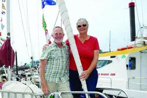 英国夫妇原定一周游 延成十六年