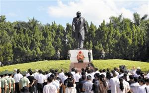 深圳举行向小平同志铜像敬献花篮仪式