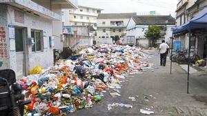 坪山变臭城 2000余吨垃圾堆坪山街头