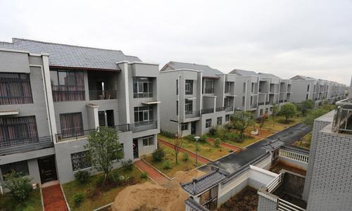 【图说财经】企业家捐资3600万建72套别墅赠乡邻