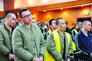 """南沙""""黑老大""""行贿民警持枪火拼 一审被判15年"""