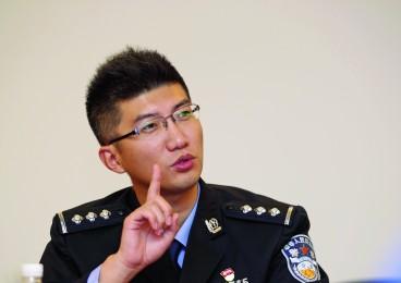 """江门警界首席""""段子手"""":文章转发点击超10万"""