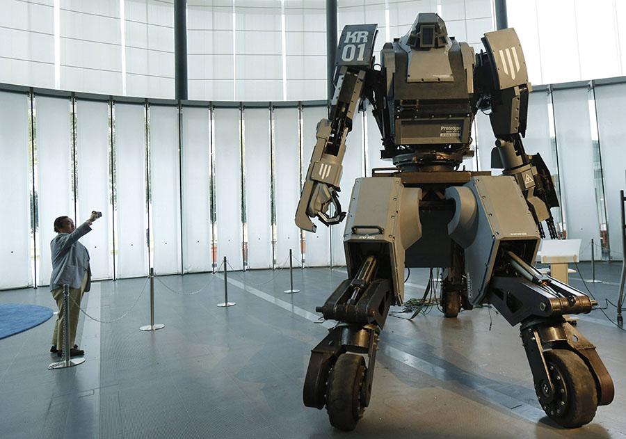 日本研发4米巨型机器人