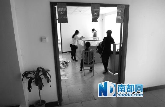 足疗店女技师_足疗店装修设计门头图_正规足疗店技师收入